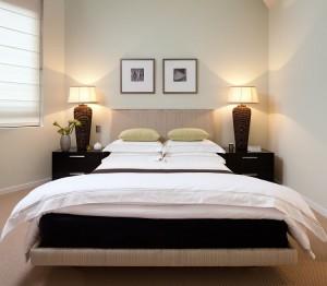 Подбор обоев для длинной маленькой спальни